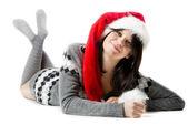 Noel Baba şapkası ile mutlu bir kadın — Stok fotoğraf