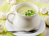 Creamy vegetables soup and cauliflowers — Stock Photo