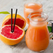 Grapefruit juice and grapefruit — Stock Photo