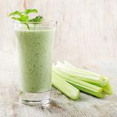 Green vegetable smoothie — Stock Photo