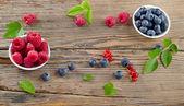 Raspberries and blueberries — Stock Photo