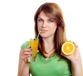 Mujer con jugo de naranja — Foto de Stock