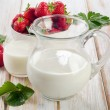 Постер, плакат: Milk with berries
