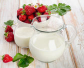 Milk with berries — Stock Photo