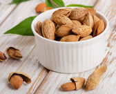 Almond nuts on table — Stockfoto
