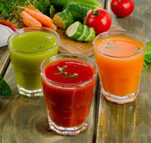 Healthy vegetable  juices — Stock Photo