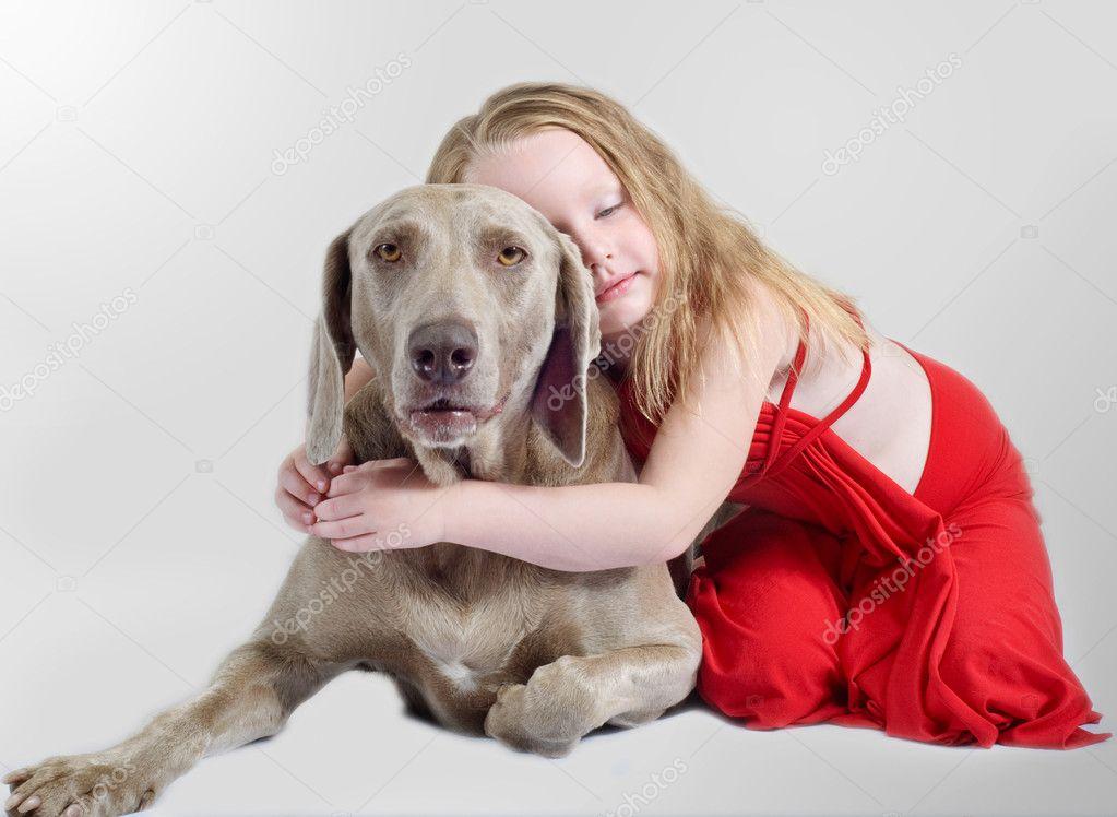 美女与交狗配gif 小女孩和狗卡通 小女孩牵着狗