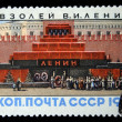 USSR - CIRCA 1962: A Stamp printed in the USSR shows Lenin mausoleum in Red Square Moscow, circa 1962 - Foto de Stock  