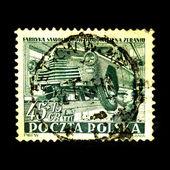 польша - около 1953: марку, напечатанную в польше показывает производства автомобиля на конвейере, около 1953 года — Стоковое фото