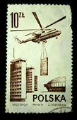 Polonia - intorno al 1976: un timbro stampato in Polonia dimostra elicottero edificio, intorno al 1976 — Foto Stock