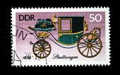 Ddr - ca. 1965: eine briefmarke gedruckt in ddr (ostdeutschland) zeigt pferdekutsche, ca. 1965 — Stockfoto