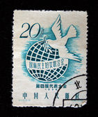 CHINA - CIRCA 1958: A stamp printed in China shows Dove of Peace on the background of the Earth, circa 1958 — Stock Photo