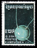 KAMPUCHEA - CIRCA 1987: A stamp printed in Kampuchea (Kingdom of Cambodia) shows first soviet Sputnik, circa 1987 — Stock fotografie