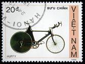 Vietnam - omstreeks 1988: een stempel gedrukt door vietnam toont fiets opgeblazen, circa 1988 — Stockfoto
