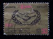 Ceilán - circa 1965: un sello impreso en ceilán (tiempo actual sri lanka) dedicó años de cooperación internacional, circa 1965 — Foto de Stock