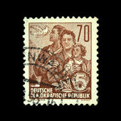 DDR - CIRCA 1958: A stamp printed in DDR (East Germany) shows married couple with daughter, circa 1958 — Stockfoto