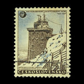CZECHOSLOVAKIA - CIRCA 1957: A stamp printed in the Czechoslovakia, shows the Meteorological station in High Tatra, Lomnicky peak, circa 1957 — ストック写真