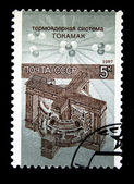 Un sello imprimido en la urss muestra tokamak asamblea termonuclear, circa 1987 — Foto de Stock