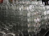 Pivní džbánky a sklenice. — Stock fotografie