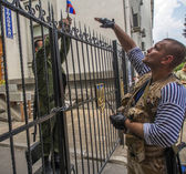 Pro-Russian militia secured the gate Russian flags — Stock Photo