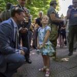 ������, ������: Oleg Tsarev talking to a little girl