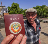 Man demonstrates his Soviet passport — Stock Photo