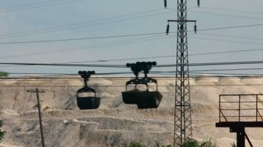 Industrial cableway and moving trolleys with rock - timelapse — Stock Video
