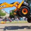 Demonstration of multifunctional tractor at the exhibition — Stock Video