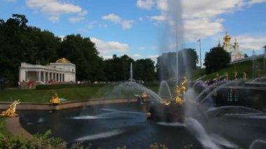 Peterhof famosa fonte de sansão em st. petersburg rússia - timelapse — Vídeo Stock
