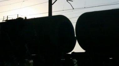 Tren de carga contra la puesta del sol - loopable — Vídeo de Stock