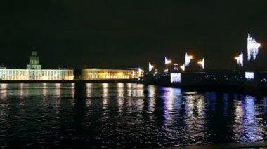 The bridge across the Neva River in St. Petersburg on Christmas night — Stock Video