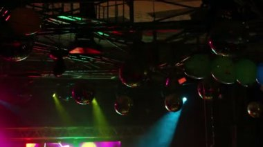 Lighting equipment at concert - colored spotlights on ceiling — Stock Video
