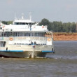 Timelapse - passenger ship floating in the river - Стоковая фотография