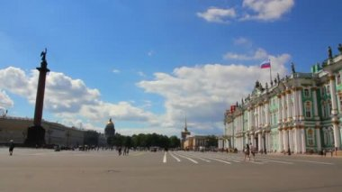 Hermitage and Palace Square in St. Petersburg - timelapse — Stock Video