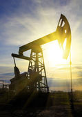 Working oil pump at sunset — Stock Photo