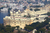 View on lake and palace in Udaipur — Stock Photo
