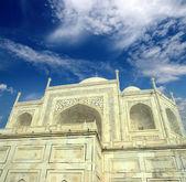 Taj Mahal - famous mausoleum — Stock Photo