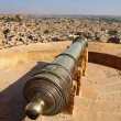Old cannon on roof of Jaisalmer fort — Stock Photo #22756082