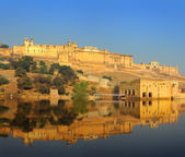Fort and lake in Jaipur India — Stock Photo