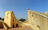старая обсерватория астрологии в джайпуре индия — Стоковое фото