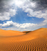 Cloudy evening desert landscape — Stock Photo