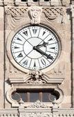 Relógio na torre no palácio de dolmabahce - istambul — Foto Stock