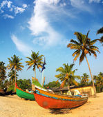 Old fishing boats on beach in india — Stock Photo