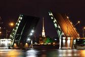 Open drawbridge at night in St. Petersburg — Stock Photo