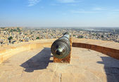 Old cannon on roof of Jaisalmer fort — Stock Photo