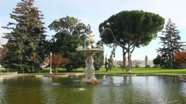Fountain in Dolmabahce sultan palace - Istanbul Turkey — Stock Video