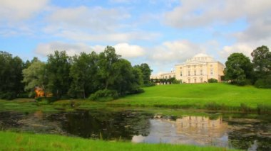 Grand palace on hill in Pavlovsk park Saint-Petersburg Russia — Stock Video