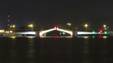 Opening drawbridge at night in St. Petersburg Russia - timelapse — Stock Video