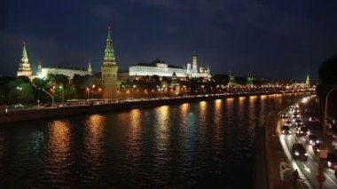Moscow Kremlin and river at night - Russia — Stock Video