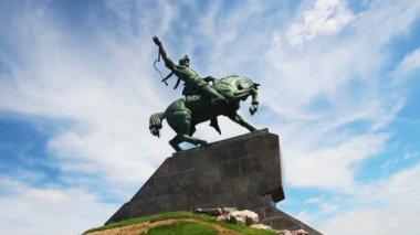 Salavat yulaev monument in ufa russia - timelapse — Stockvideo